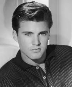 Ricky Nelson sings Travelin' Man live four months before his death in 1985.